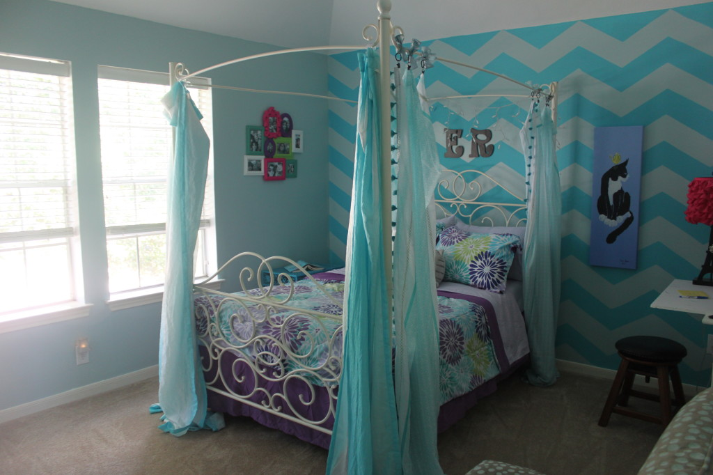 We did a medium teal with a soft gray blue to compliment the color.